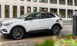 Opel has prepared a new hybrid version of the crossover Grandland X