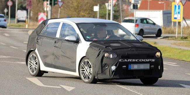 A new version of the KIA Rio noticed during testing