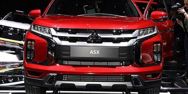 The new crossover of Mitsubishi ASX got the black version