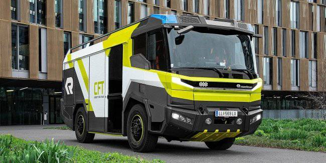 Shows the world's first serial electric fire truck