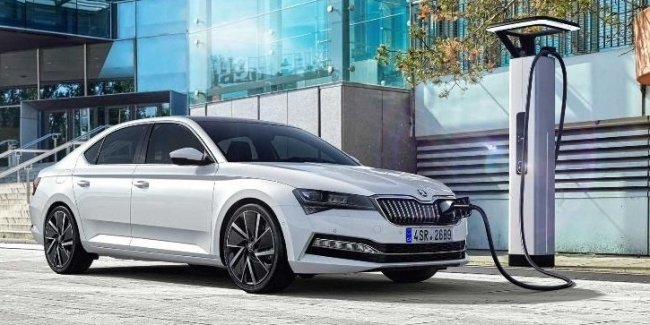 Skoda announced the start accepting orders for the Superb new hybrid iV
