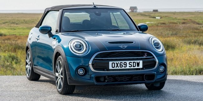 MINI showed a new generation of convertible Sidewalk