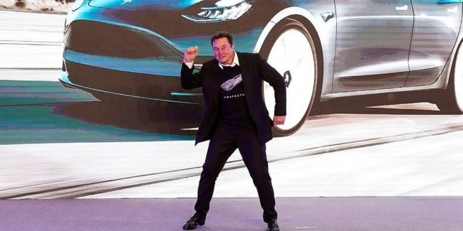 Elon Musk danced in front of the factory workers
