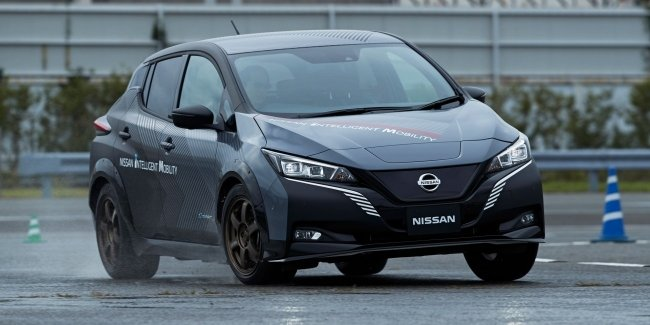 Nissan has introduced a new twin-engined four-wheel drive transmission for electric vehicles