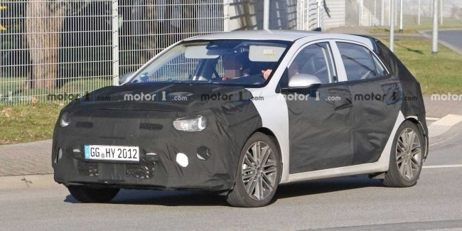 KIA is once again testing the updated Rio hatchback 2021