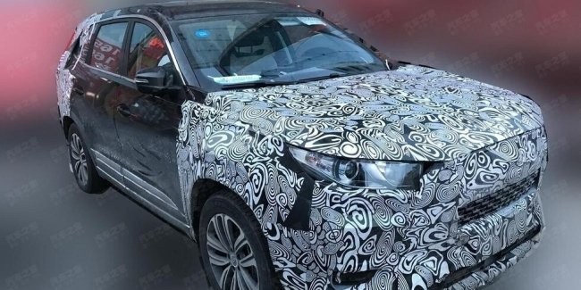 New seven-seat crossover Chery unexpectedly caught on the street