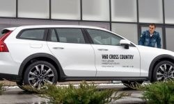Volvo V60 Cross Country is available with a discount of 3,500 euros