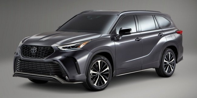 Toyota Highlander 2021 intermarried with the coolest Camry