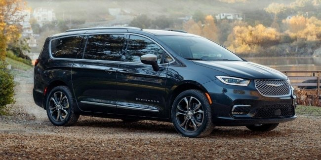 Minivan Chrysler Pacifica renewed and is all-wheel drive