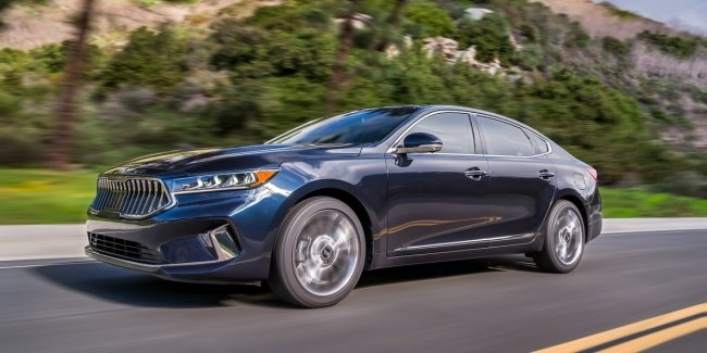 KIA Cadenza updated: other exterior and redesigned interior, but the old motor