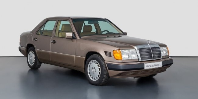 30-year-old Mercedes W124 without run put up for sale