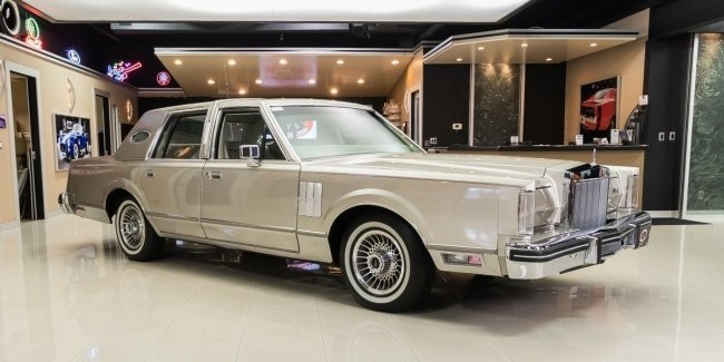 The Network showed perfect Lincoln Continental 1980