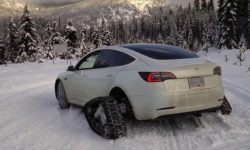 The owner turned his electric car Tesla Model 3 in the sled