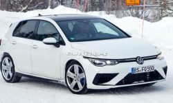 The new Volkswagen Golf R is fully disclosed
