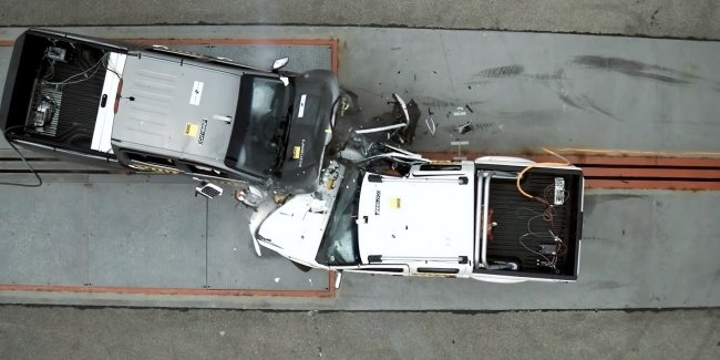 """New"" does not mean ""safe"". Two pickups, Nissan has pushed the crash test"