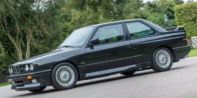 Put up for sale 33-year-old BMW E30 for the price of a new crossover