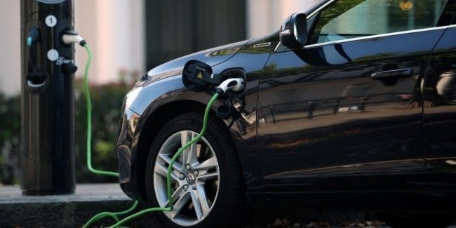 Hybrid or electric: the experts