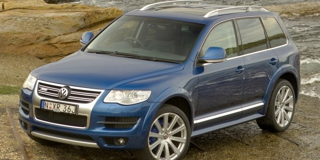 The crossover Volkswagen Touareg R is preparing to debut