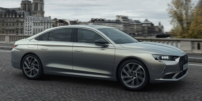 Premium brand DS presented the European version of the business sedan DS 9