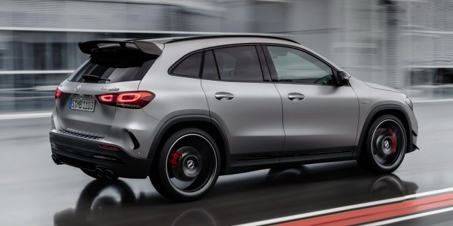 "Presented the new Mercedes-AMG GLA 45 with a ""record"" of a turbo engine"