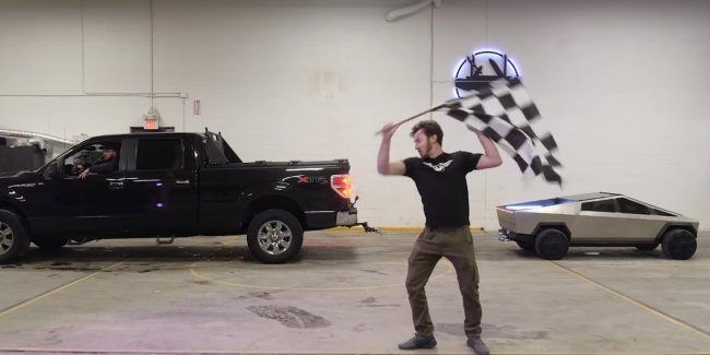 Replica electropica Tesla Cybertruck competed in the tug-of-war with Ford F-150
