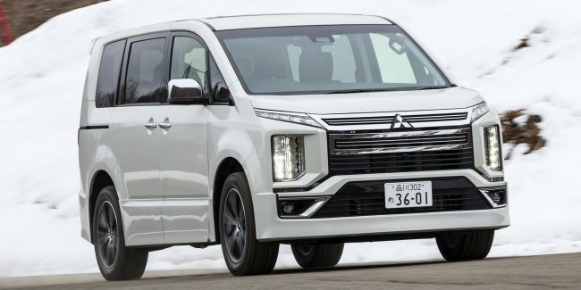 Van Mitsubishi Delica D:5 has received the Deluxe version