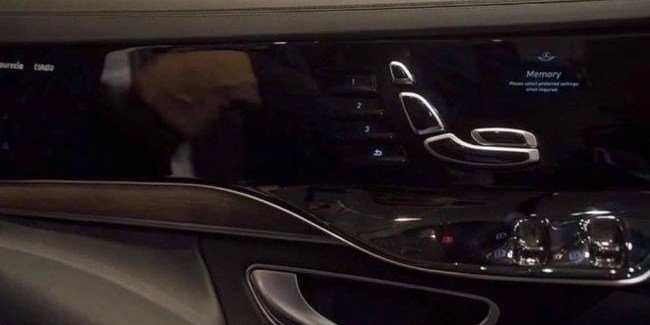Mercedes-Benz S-class next-generation displays get in the door