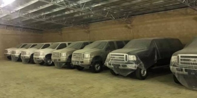 In the warehouse discovered a batch of new Ford Excursion, which stood for 15 years