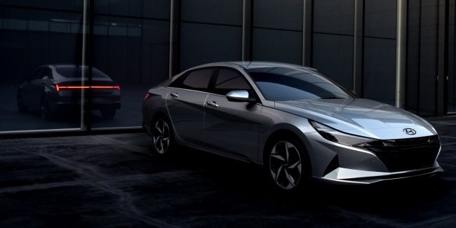 New Hyundai Elantra first became a hybrid and radically transformed