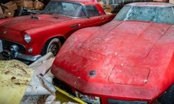 In the United States found a garage with 50 vintage cars and a mountain of spare parts