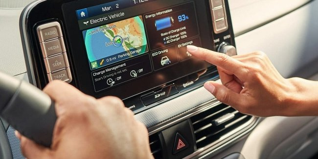 """What a twist!"": Apple CarPlay and Android Auto is more dangerous than a drunk driver?"