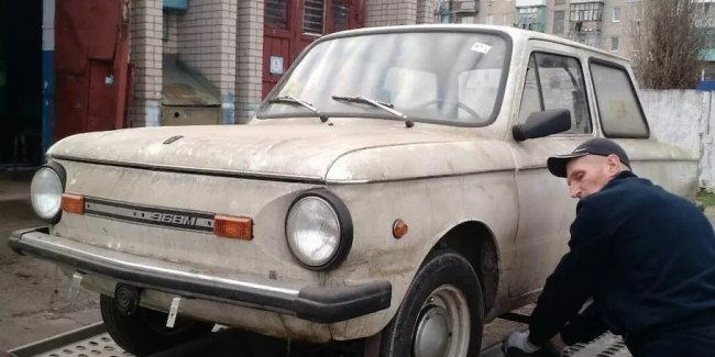 "In the garage I found a ""Zaporozhets"" with no mileage and in factory grease"
