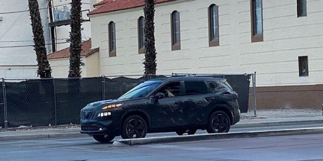 New Nissan X-Trail dropped a piece of camouflage and flashed a two-storey optics