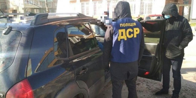 """In the Poltava region, the customs officers have established a scheme of """"fast and cheap"""" registration of imported cars"""