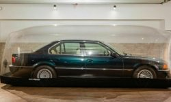 """""""Granny sleeper"""" BMW 7 series with mileage of 255 km was put up for auction"""