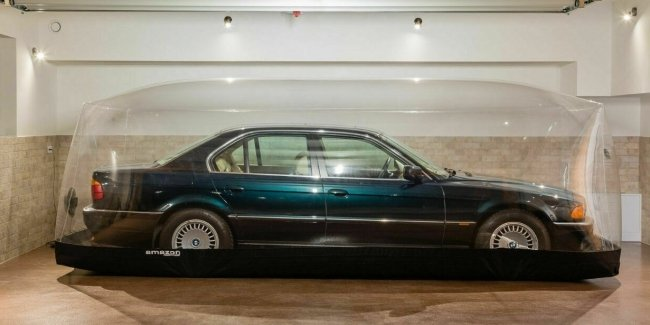 """Granny sleeper"" BMW 7 series with mileage of 255 km was put up for auction"