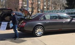 In Odessa, the benefactors of Maybach and Mercedes handing out free medical masks