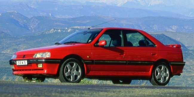 """Peugeot 405 and Alfa Romeo 33 sport: in Argentina, sell the stock """"new"""" cars from the 90s"""