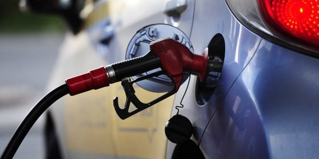 Falling prices at filling stations will continue. Under what circumstances?