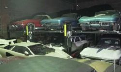 """Hidden """"treasure"""" : a warehouse of rare and exclusive cars (video)"""