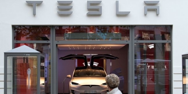 While the giants are losing billions, Tesla earns!