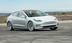 """""""You… a wheel unstuck"""": the incident with the new Model 3"""
