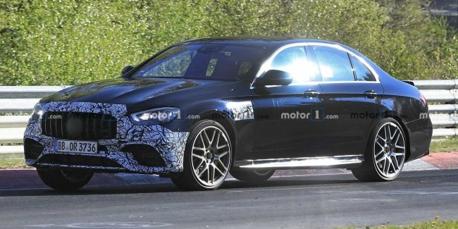"""The updated E 63 AMG staged light """"strip"""" (video)"""