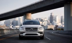 No more 180 km/h: Volvo limits the speed of their cars.