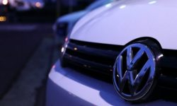 """Black man in white hands"": the VW was accused of racism because of the advertising Golf 8 (video)"