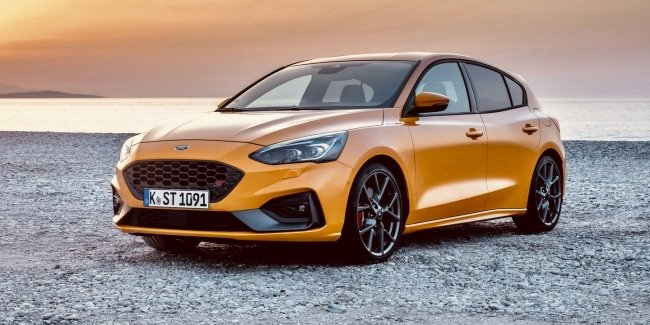 """""""Girls like it"""": two pedal drive Focus ST"""