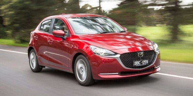 Mazda 2: a hatchback with automatic transmission