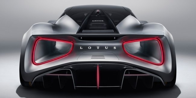 100-200 for 3 seconds: reveals the features of the Lotus Evija
