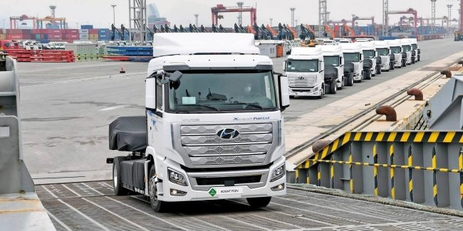 The world's first hydrogen-powered trucks went to the customer