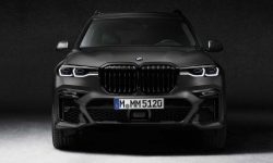 """Dark side"" of BMW X7"